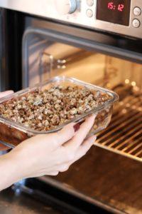 Vegán és gluténmentes szilvás crumble recept a Viblancetől